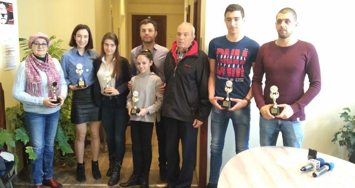 Снимка: Лекоатлетка и ватерполисти са Спортист и Отбор №1 на Варна за януари