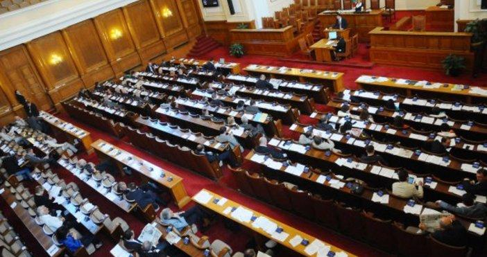 Снимка: И без депутатите от БСП събраха кворум в парламента