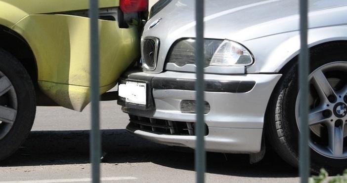 Снимка: Шофьор и спътницата му пострадаха във Варна, защото спряха да дадат път на пешеходци