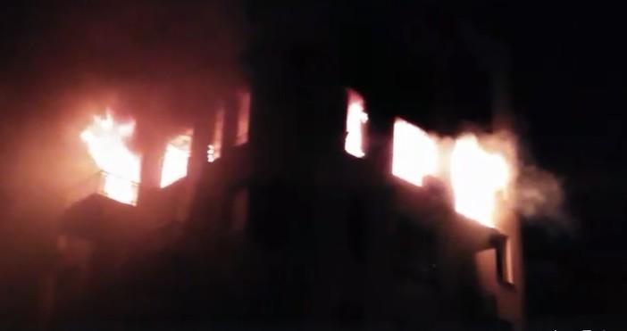 Снимка: Пуснаха страховито видео от пожара тази нощ, който отне живот във Варна