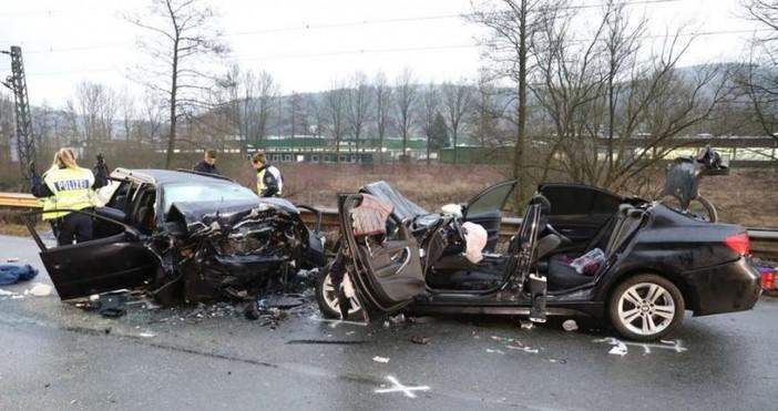 Снимка: Трима българи загинаха в Германия при зверска катастрофа