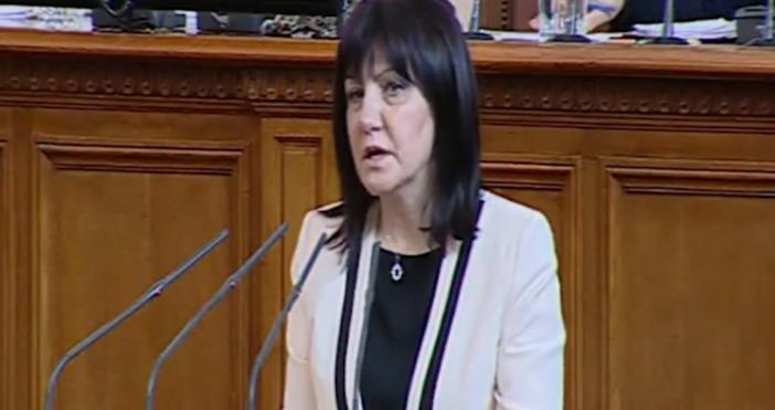 Парламентът е подложен на безпощадна критика в публичното пространство, но