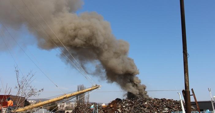 Няма замърсяване на въздуха от пожара, който избухна днес в