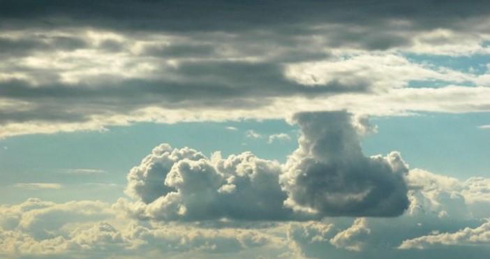 Над Черноморието ще има променлива облачност, често намаляваща до слънчево.
