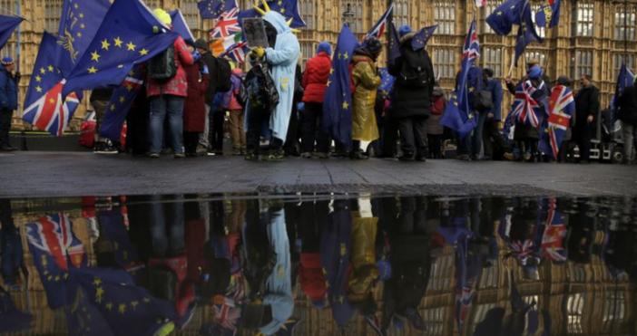 Британският парламент прие поправка, изключваща възможността Обединеното кралство да напусне