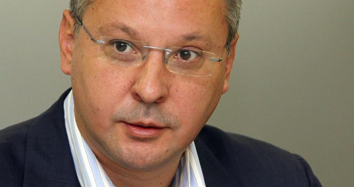 Сергей Станишев е донесъл подарък за сина на Елена Йончева.