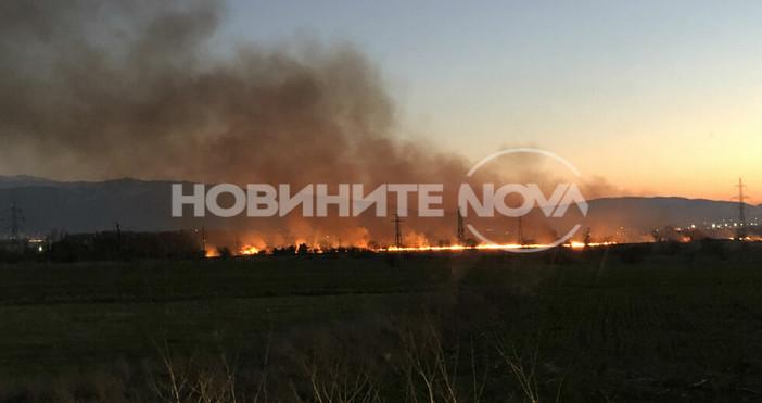 Голям пожар гори в Световрачене, предаде БГНЕС, като се позова
