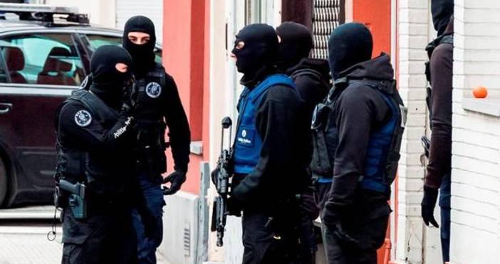 Джихадист е арестуван през нощта в Париж, а шофьорът, който