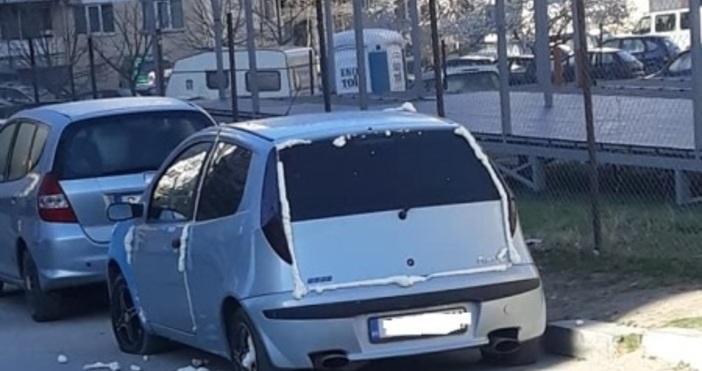 Снимка: FacebookКола, оставена на паркинг във Варна осъмна запечатана с