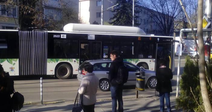 СнимкаTrafficNewsЖена е починала в автобус, движещ се по линия №85