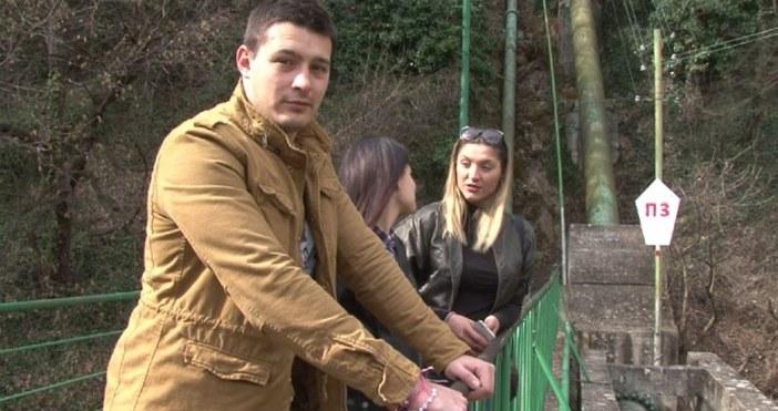 Кадър БТВКметът на Карлово Емил Кабаиванов ще награди младежите, които