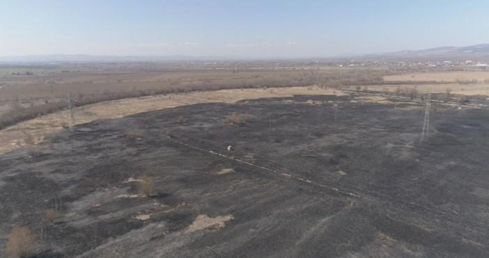 Btv.bgСнощи заради запалени стърнища беше предизвикан голям пожар край софийското
