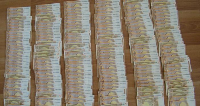 Снимка МВРГранични полицаи задържаха шофьор с 290 000 евро на