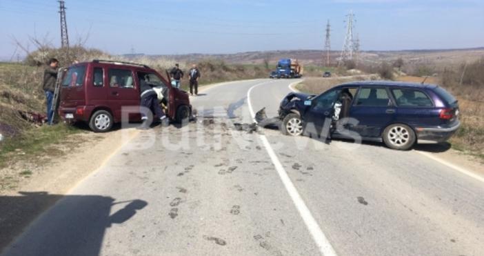 Тежка катастрофа е станала на Криводолско шосе. Две коли са