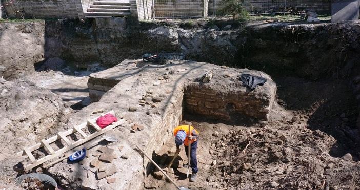 снимки: БулфотоТочното датиране на откритата преди дни порта на древния