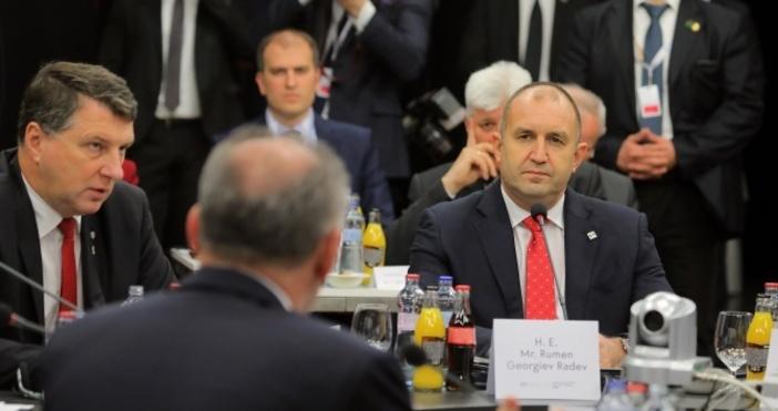 Снимка ПрезидентствоОще вчера президентътРумен Радевсвали доверието си отпредседателя на КПКОНПИ