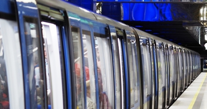 """Специализираните екипи са на място, съобщиха от Столична общинаМетростанция """"Летище"""