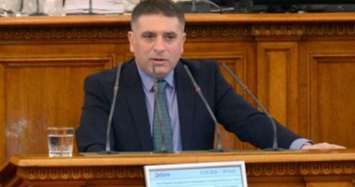 Снимка Булфото, архивПравосъдният министър Данаил Кирилов пак напира да се