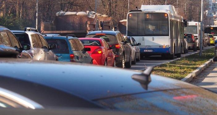 Снимка: Ад за шофьорите във Варна. Градът е непроходим.