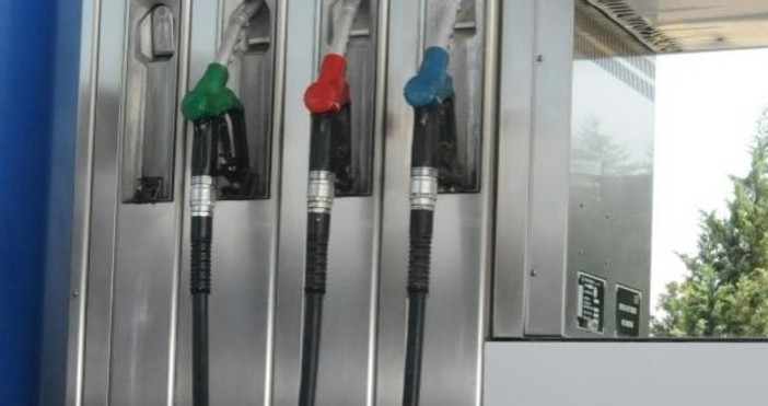 Снимка: БулфотоЦените на бензина тръгват нагоре дни преди голямото пътуване