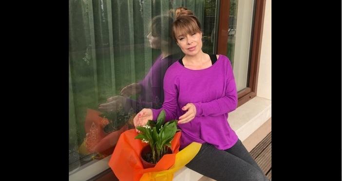 Снимка: Мира Добрева се възмути на тарикат, продаващ цветя на улицата. Вижте разказа й