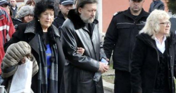 Снимка: Тежък удар за майката на Николай Банев!