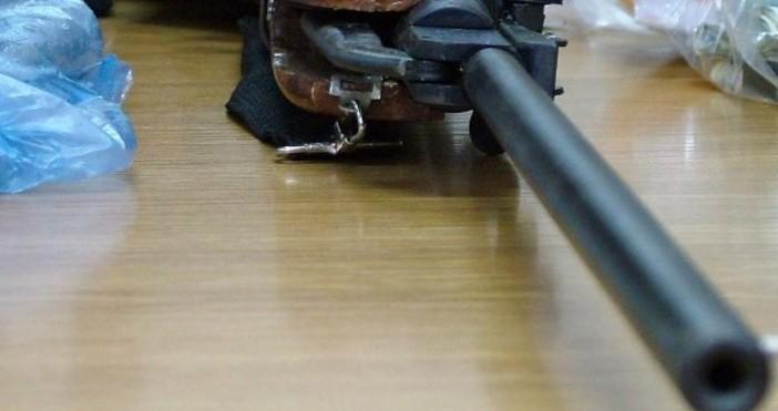 Снимка: Кошмар в Дупница: Бивш военен извади пушка и започна да стреля на поразия