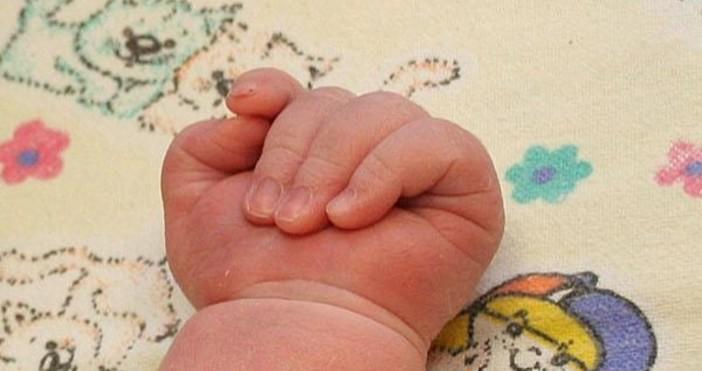 Снимка БулфотоМайката на петмесечното бебе, изоставено край Централната гара в