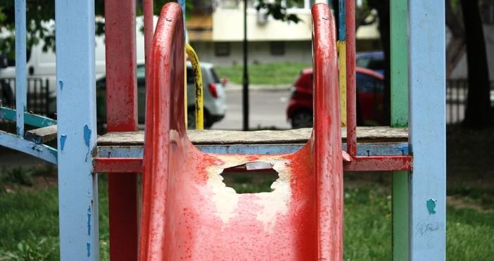 """снимки: """"Петел""""Родители от Варна сигнализираха за старо и опасно съоръжение"""