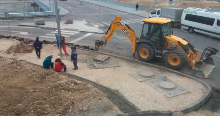 Снимка читателДокога ще строят и после ще разбиват? Вече месец
