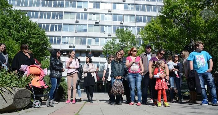 focus-news.netснимка: Булфото, архивПротести срещу Националнатастратегия за дететоорганизират родители в редица