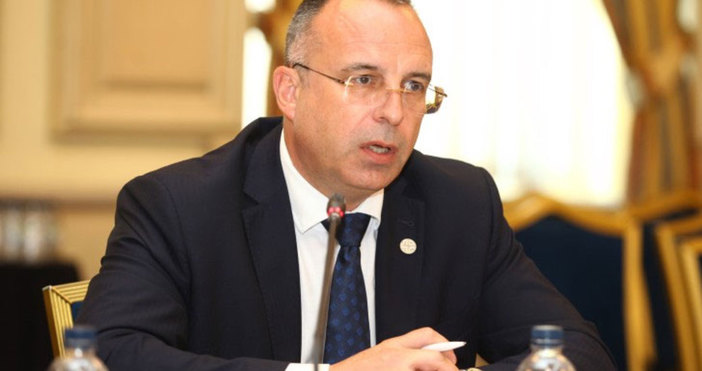 Политологът Страхил Делийски коментира пред Izbori.bg подадената днес оставка на