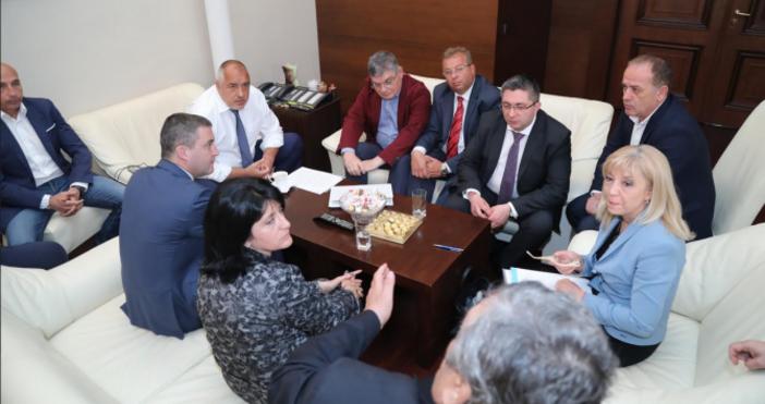 Снимка: МСЗапочна срещата на министър-председателяБойко Борисовс представители на превозваческия бранш,