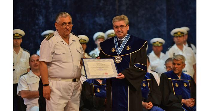 """На вълнуваща церемония днес ректорът на ВВМУ """"Никола Вапцаров"""" флотилен"""