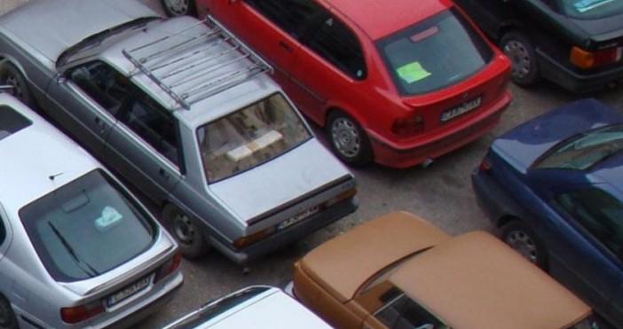 """auto.blitz.bg""""Пред нашия блок има една кола, от багажника на която"""
