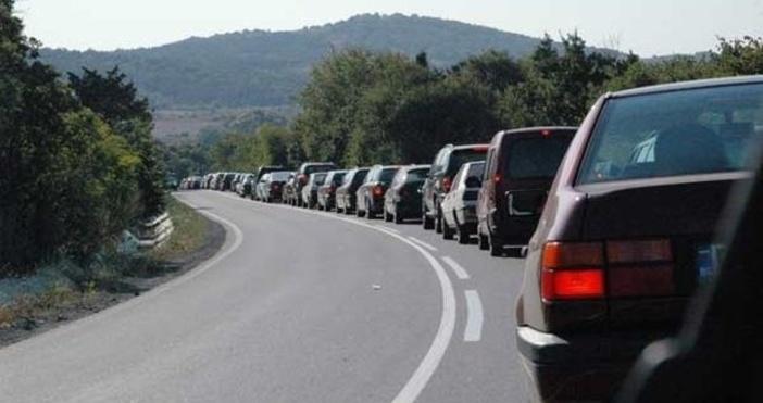Снимка: БулфотоЗадръствания по пътищата се очакват в последния работен ден