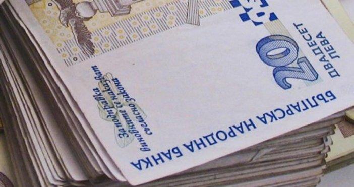 Размерът на средния осигурителен доход за страната за месец април