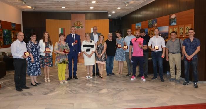 Снимка: Наградиха най-активните кръводарители във Варна