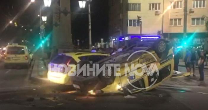 NOVAДругата се е качила на тротоараТежка катастрофа между две таксита