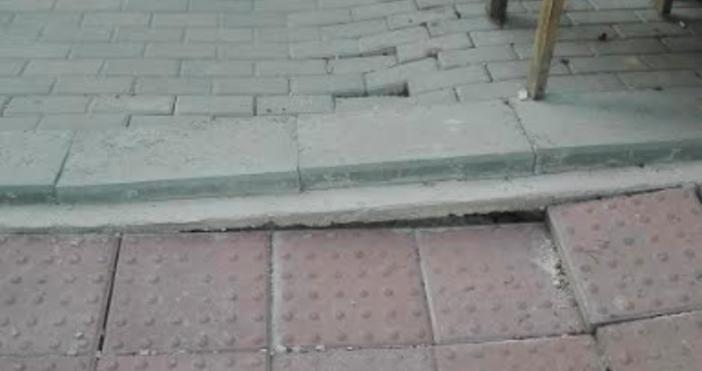 Снимки Димитър ХристовЧисто новият тротоар на край бул.