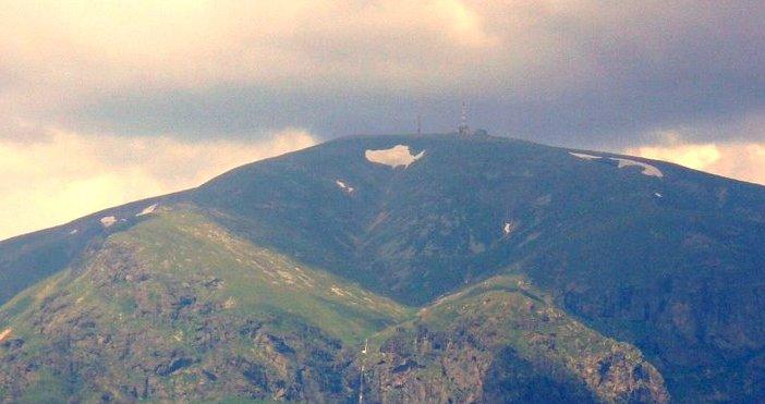 Градушка с диаметър 5 мм е паднала на връх Ботев.