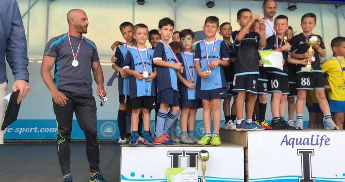 Отборът на ДФК Шампиони спечели сребърните медали при родените 2011