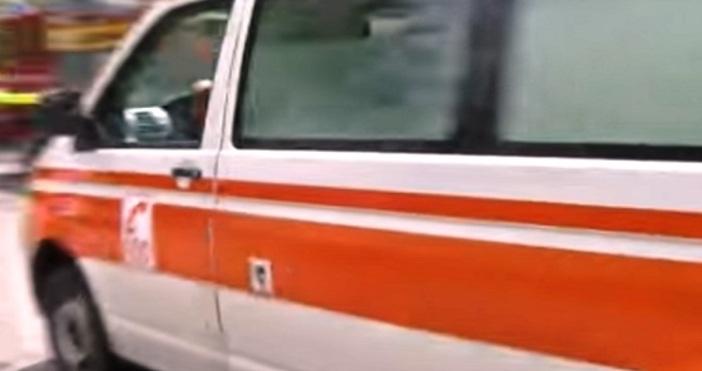 Катастрофа между моторист и бус затруднява движението в района на