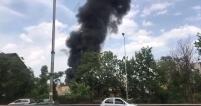 кадър: Нова твПожар гори в момента на бул.