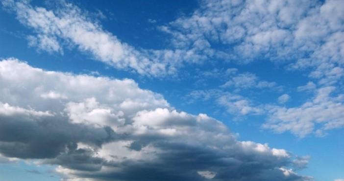 През нощта облачността ще намалее до предимно ясно и вятърът