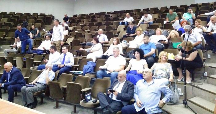 Годишните отчети на общинските дружества прие местният парламент във Варна.