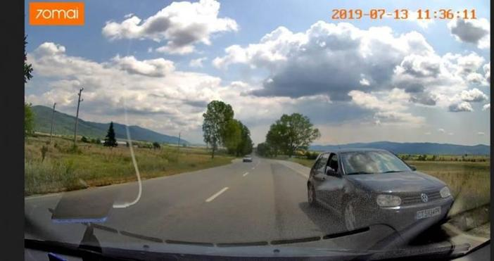 С риск за живота си, шофьор кара в насрещното. Случката