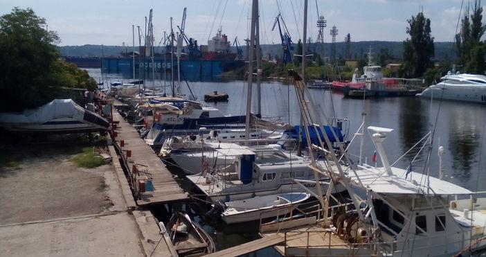 Туристическо дружество, което със своите лодки организира плавания за ученици