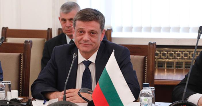 Снимка: Народно събраниеПредседателят на Комисията по отбрана и бивш командващ