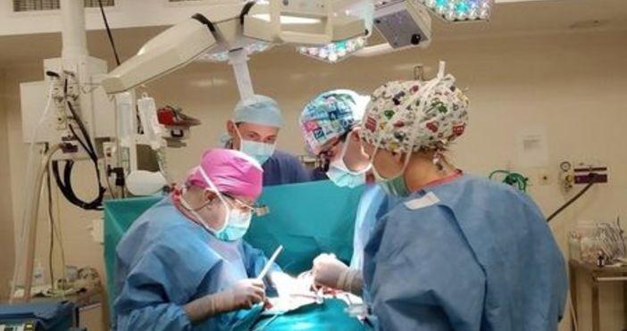 """В МБАЛ """"Сърце и Мозък"""" Бургас бе извършена сложна животоспасяваща"""